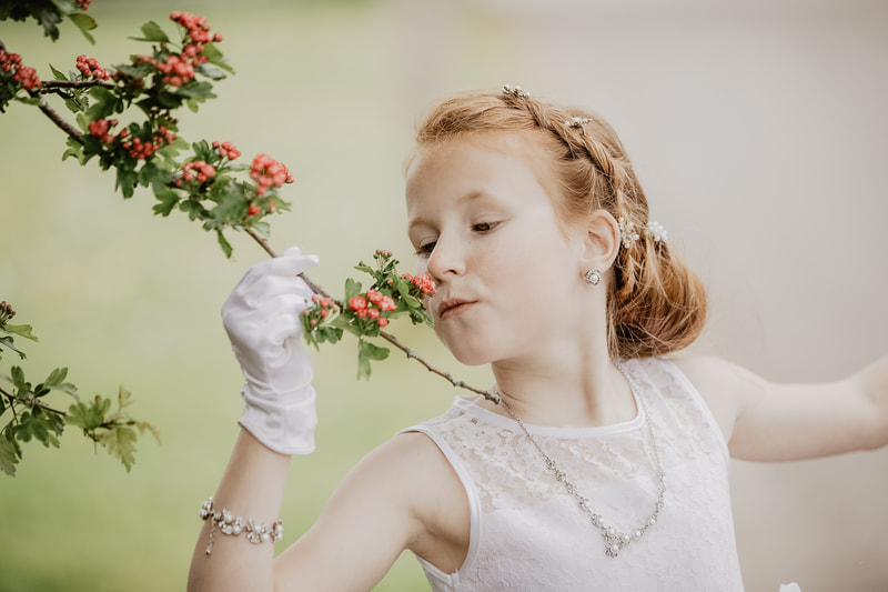 Beautiful communion photography in Ireland. Photographer Bubbly Dot